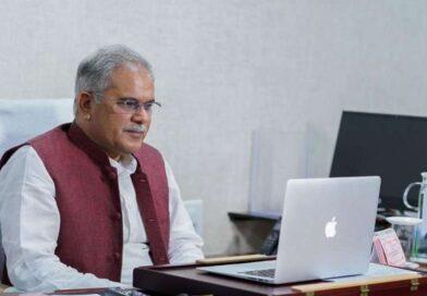 मुख्यमंत्री श्री भूपेश बघेल ने आज अपने निवास कार्यालय में आयोजित वर्चुअल बैठक का किया आयोजन।